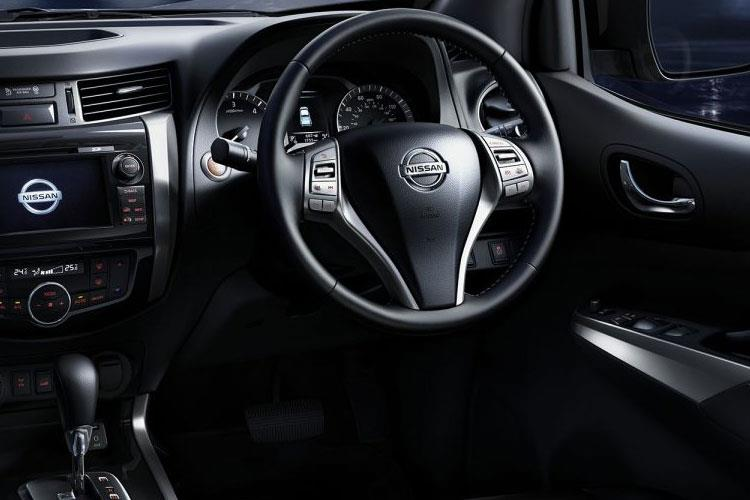 Nissan Navara PickUp DoubleCab 4wdS 2.3 dCi 4WS 190PS Off-Roader AT32 Pickup Double Cab Manual [Start Stop] inside view